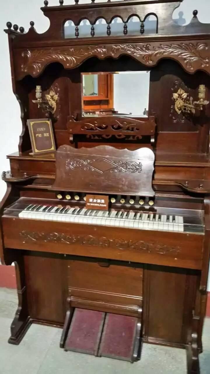 内唯一的,世界一流的钢琴博物馆,里面最特别的是30台欧洲和美洲的古图片