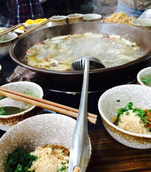 推荐了这家主打牛肉火锅,位于都江堰玉堂镇的美食一条街的