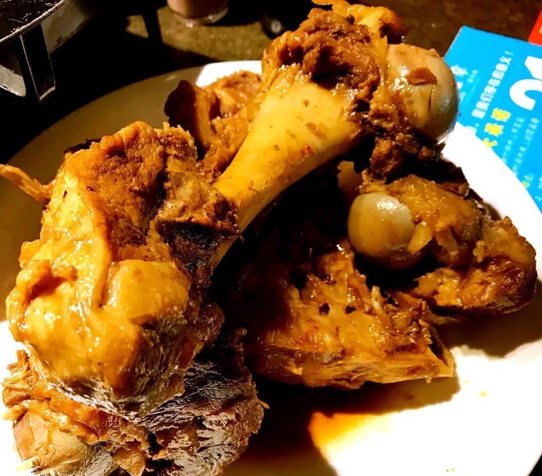 自贡神仙兔,麻辣鲜香,咸味足,兔子超小块,配菜很多.