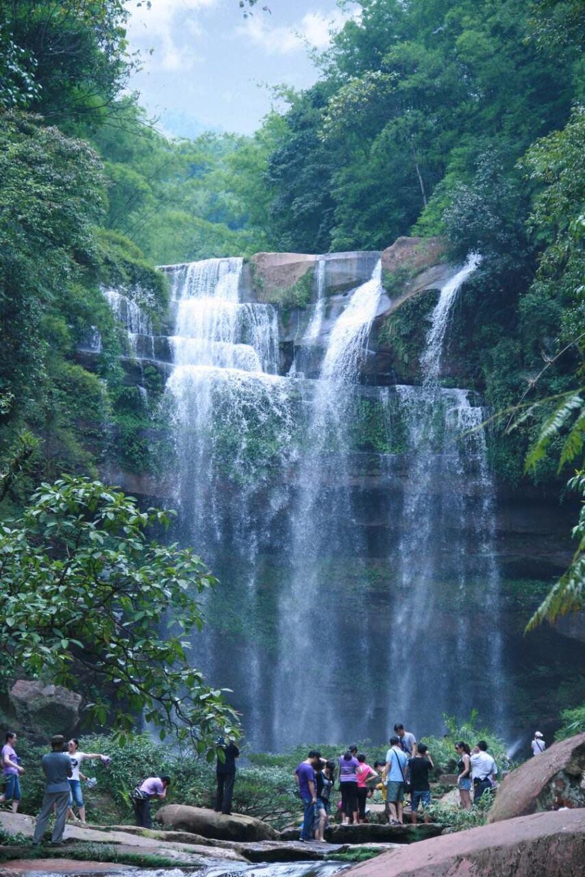 赤水大瀑布,以前叫十丈洞瀑布.它是赤水最著名的攻略.瀑布刘公岛自驾游图片