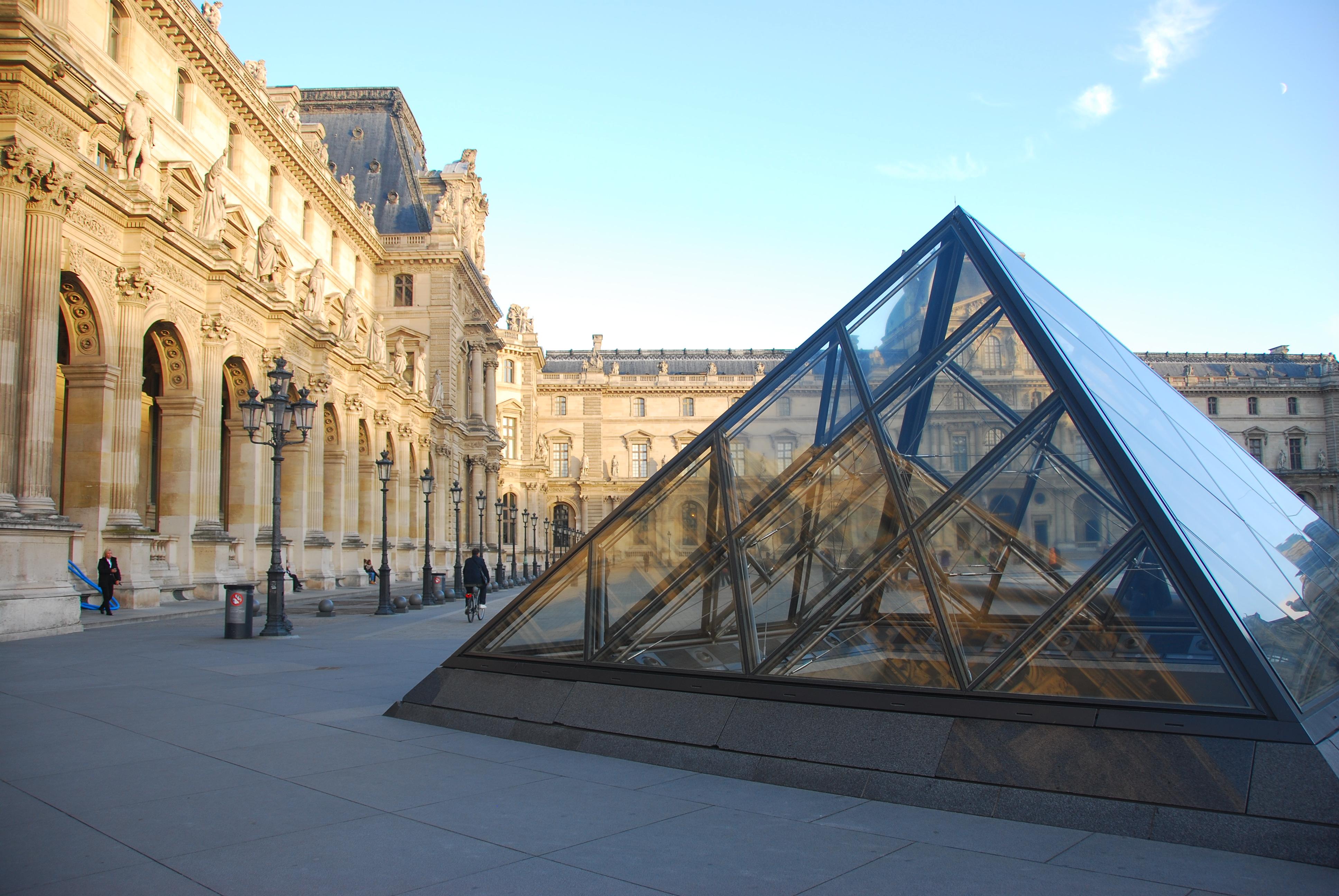 金字塔广场