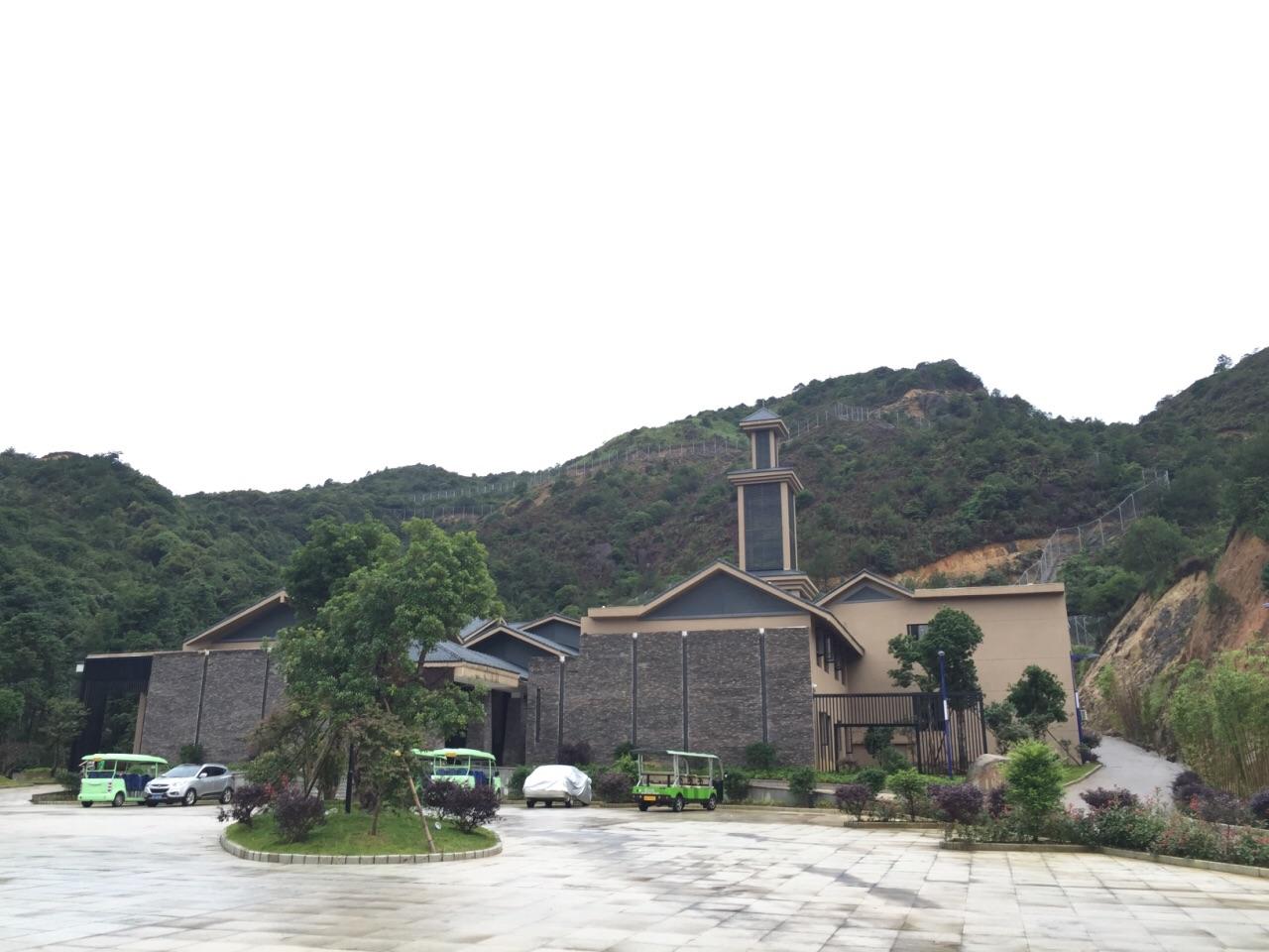 中国虎园位于龙岩梅花山距离古田会议旧址仅18公里是一处依托着