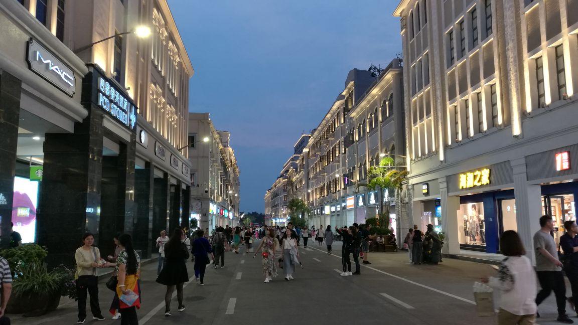 物街宝贝视频_所谓骑楼建筑,就是建筑物的一层沿街处向内收,留出一条供行人行走的门