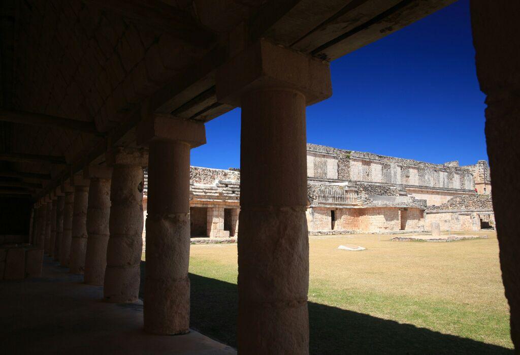 乌斯马尔古城是墨西哥中部地区最重要的玛雅文明遗址,这里有高大的