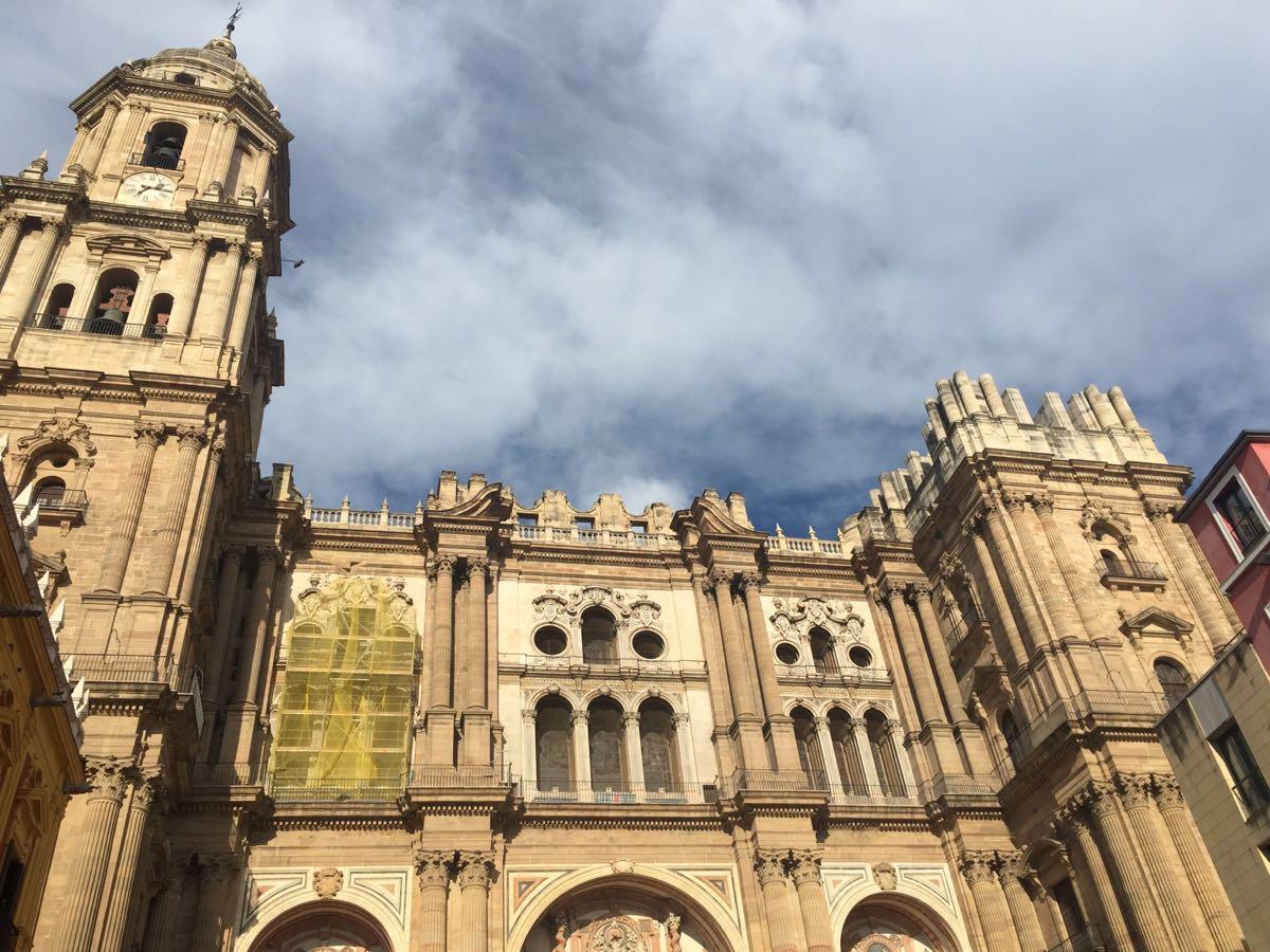 """马拉加的主教堂,也称为""""独臂教堂"""",其有一个钟楼还未完工.图片"""