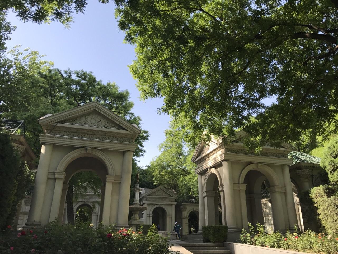 经过两次改造修缮的开放式公园,以欧式景墙,柱廊,喷泉时代感园林空间