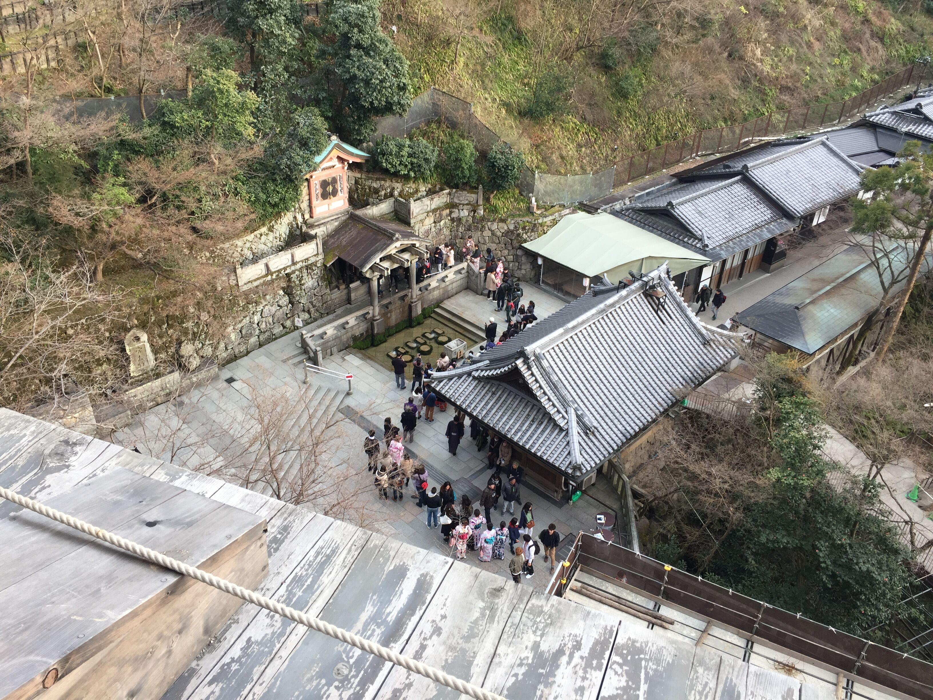 清水寺,一个去京都的人必会去打卡的景点,因为它的音羽瀑布而出名,三