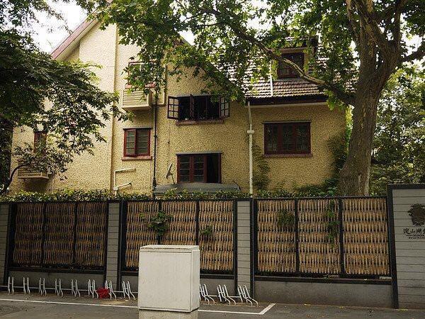 这里是他在上海居住时间最长的地方,这幢花园洋房里,交织著巴金先生后