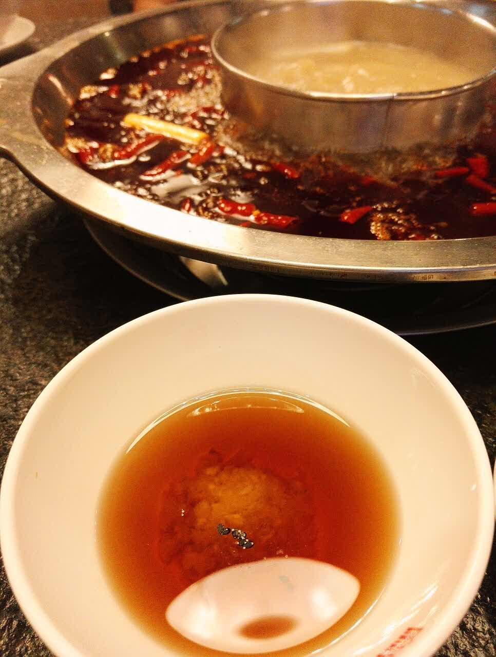 味道相对于重庆火锅要更加清爽一点,菜品很新鲜,可惜没有鲜黄鳝和泥鳅
