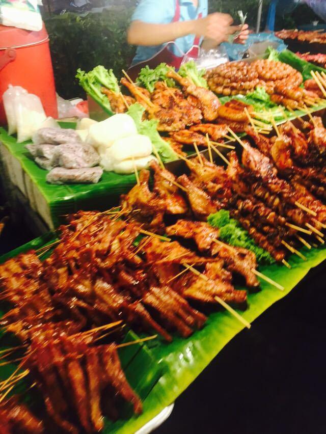 最后两晚就住在班赞海鲜市场旁边,在攻略上看的夜市好多小吃,水果,饮图片