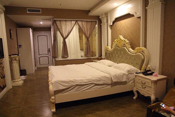 晚上回去我们换了一个欧式的房间