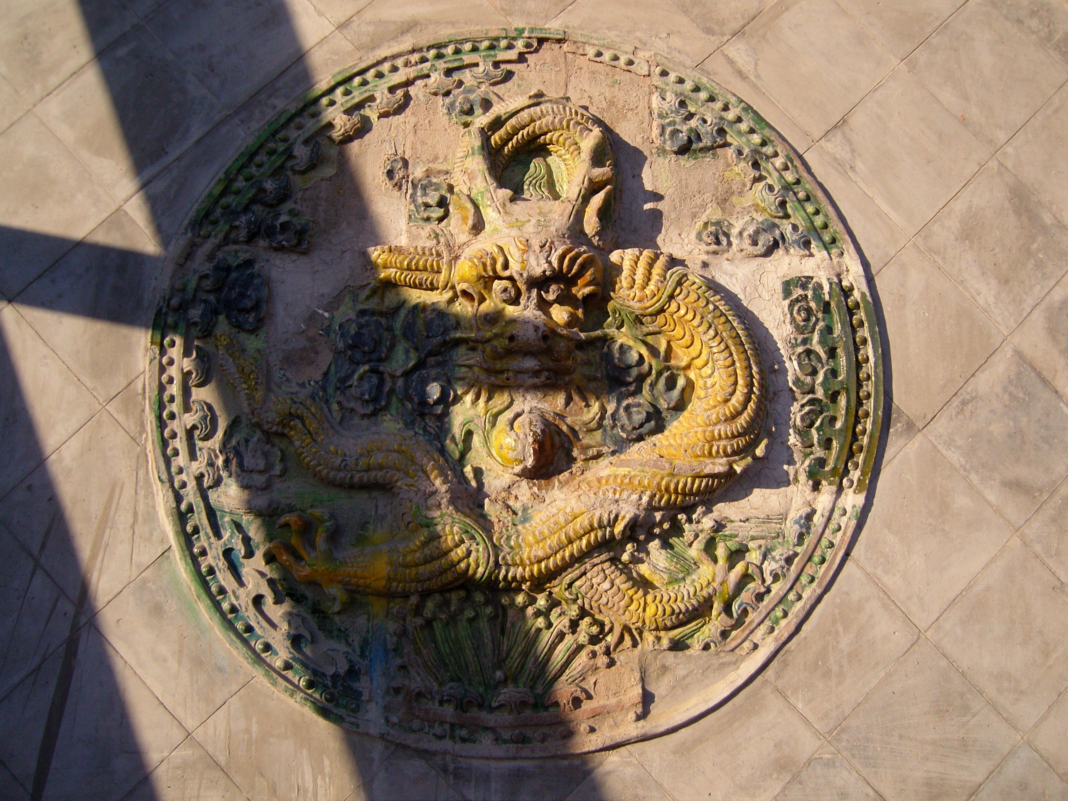 他热情的带我参观了寺庙,并告诉我大寺始建于金代,元朝的时候重修过