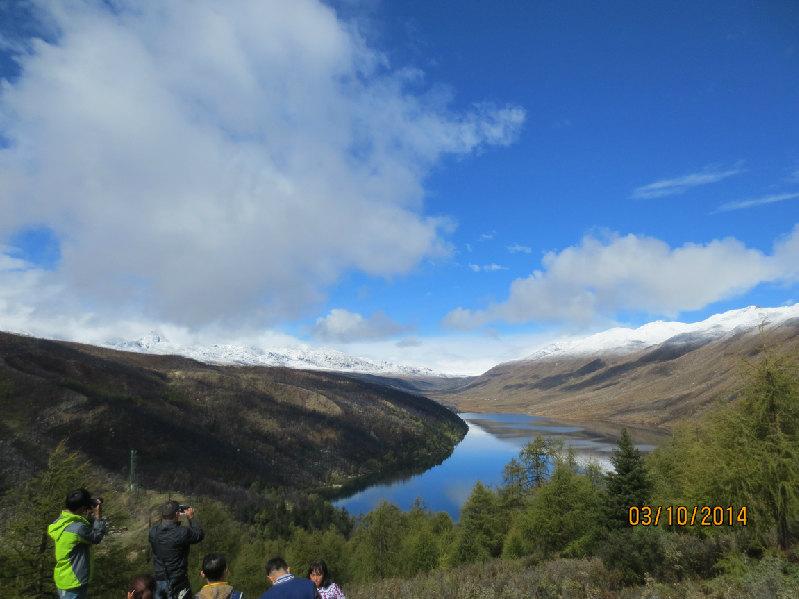 我们到木格措后,又登山约200米