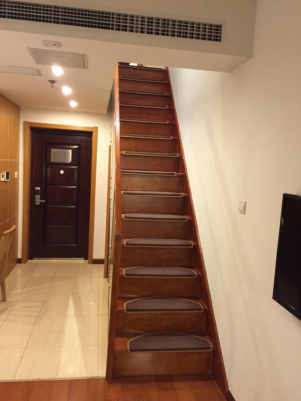 青岛大拇指广场深蓝复式公寓图片