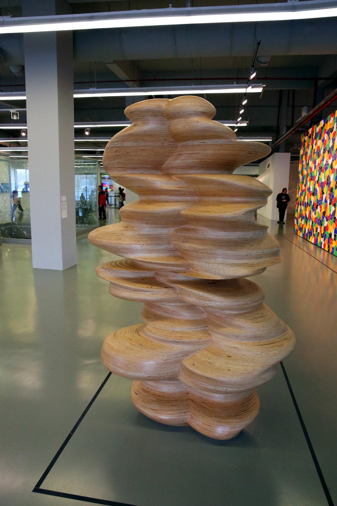 真心感觉不错,尤其是赶上里面的一个土耳其当代艺术家的回顾展。比较让我意外的是,土耳其的这个艺术馆内部设施与展馆理念已经与西南北欧国家接轨。衣帽间服务与卢浮宫、普拉多美术馆并无区别。馆藏作品居然有当代国际大师级人物的雕塑,这点让我有些意外~!!!!馆内艺术作品介绍文字翔实,各种装置 影像 新媒体艺术都有,点个赞~!!!