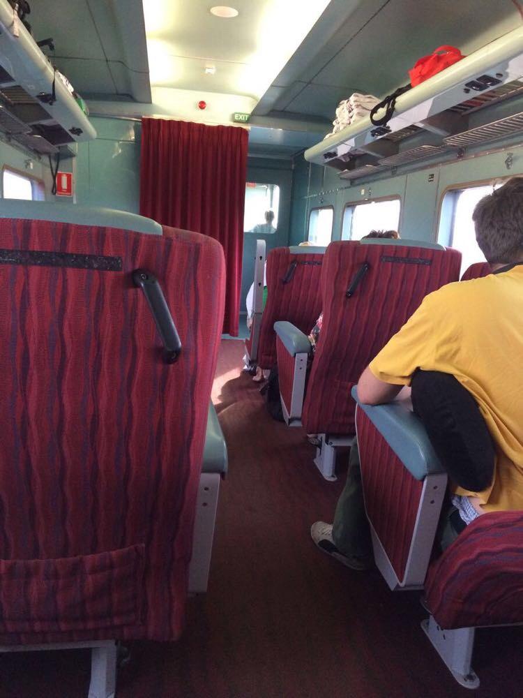 高铁15车厢一般在前面还是后面图片