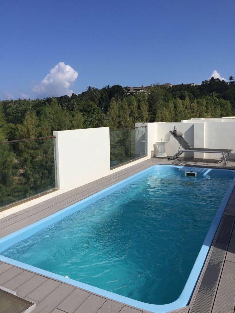 屋顶泳池_                 楼顶的泳池