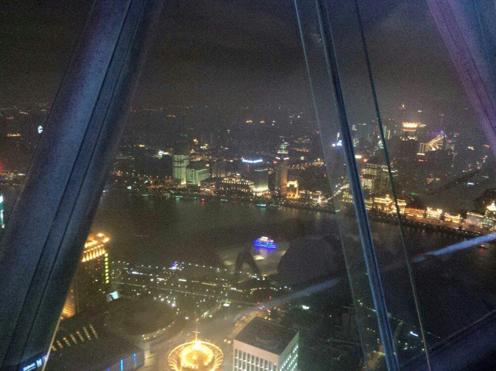 晚上去东方明珠,想看一下那个悬空玻璃图片