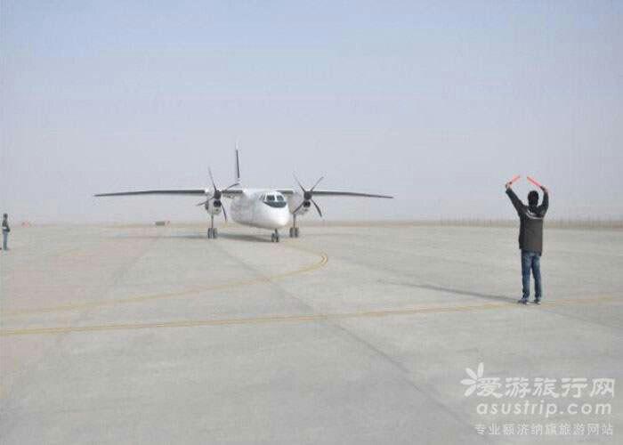 酒泉市,嘉峪关,银川都有飞机场,但航班稳定且比较多的就是酒泉和银川.