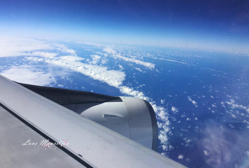 飞机飞过赤道,直线向毛里求斯飞去