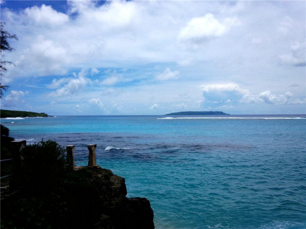 在天宁岛的南边,是一系列陡峭的海边山崖,其中最著名的是自杀崖