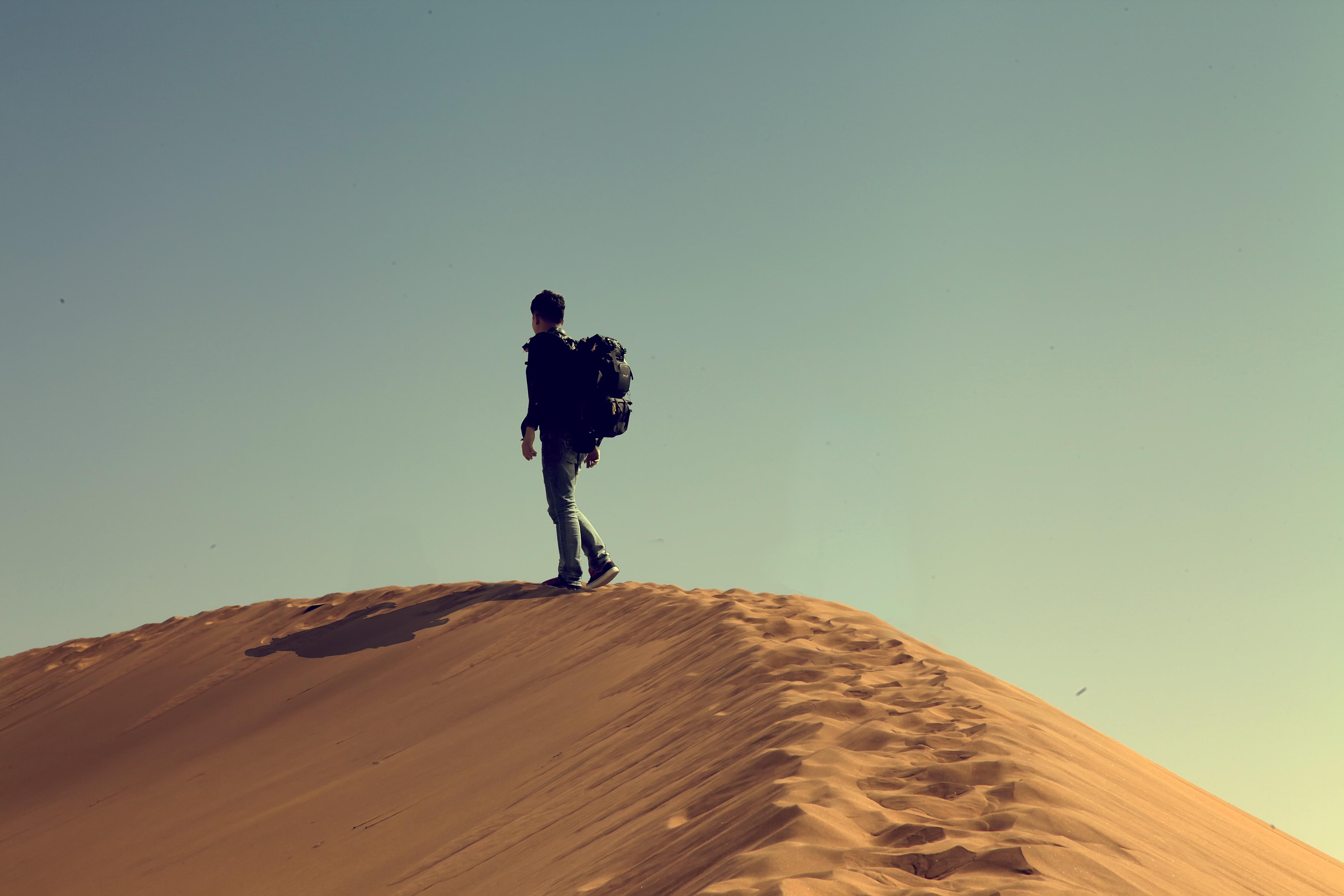 一个人的旅行图片