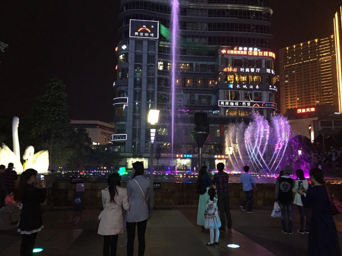 【携程攻略】重庆观音桥步行街景点