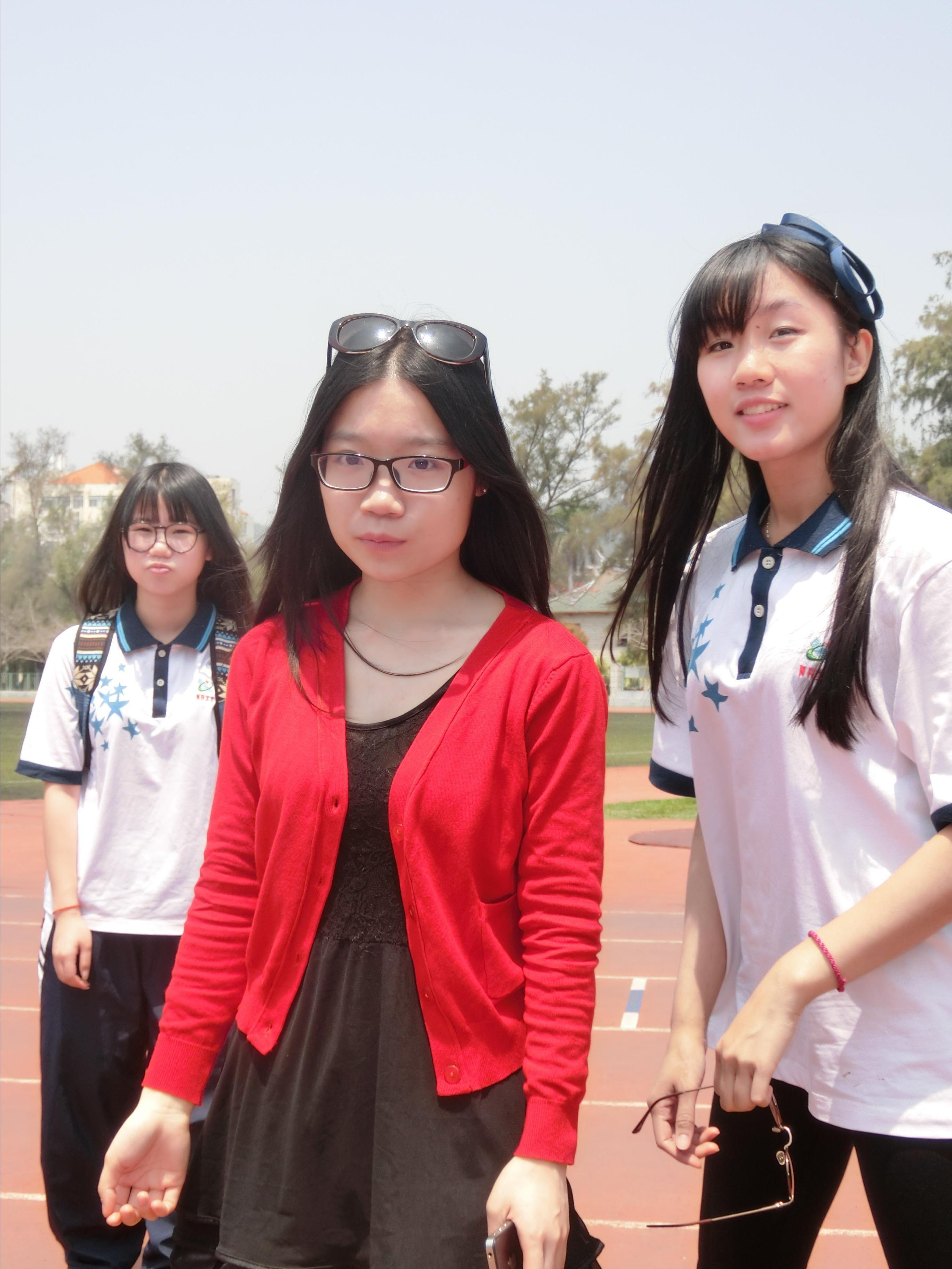 高中�yo�z+���_                 穿了高中的衣服