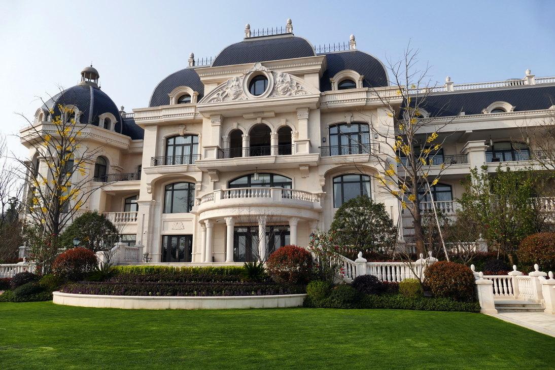 酒店内园林也是欧式花园风格