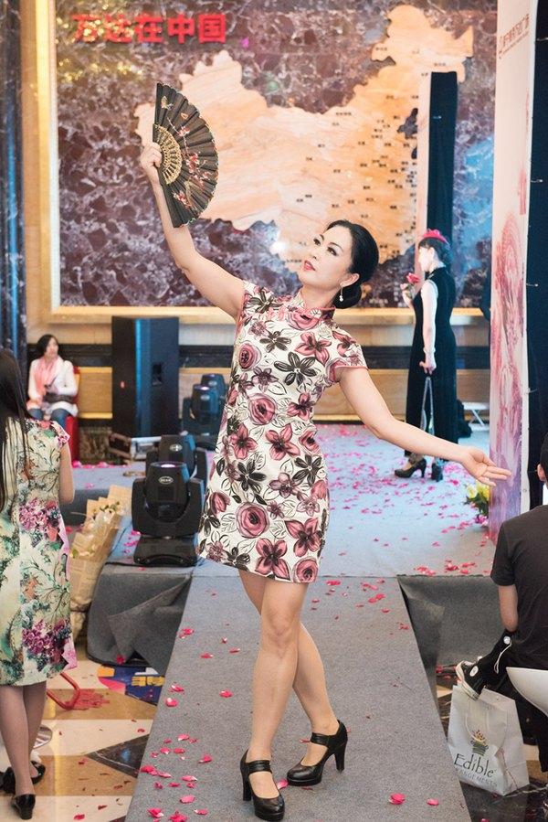 春天里的旗袍秀,让女人如此出彩.