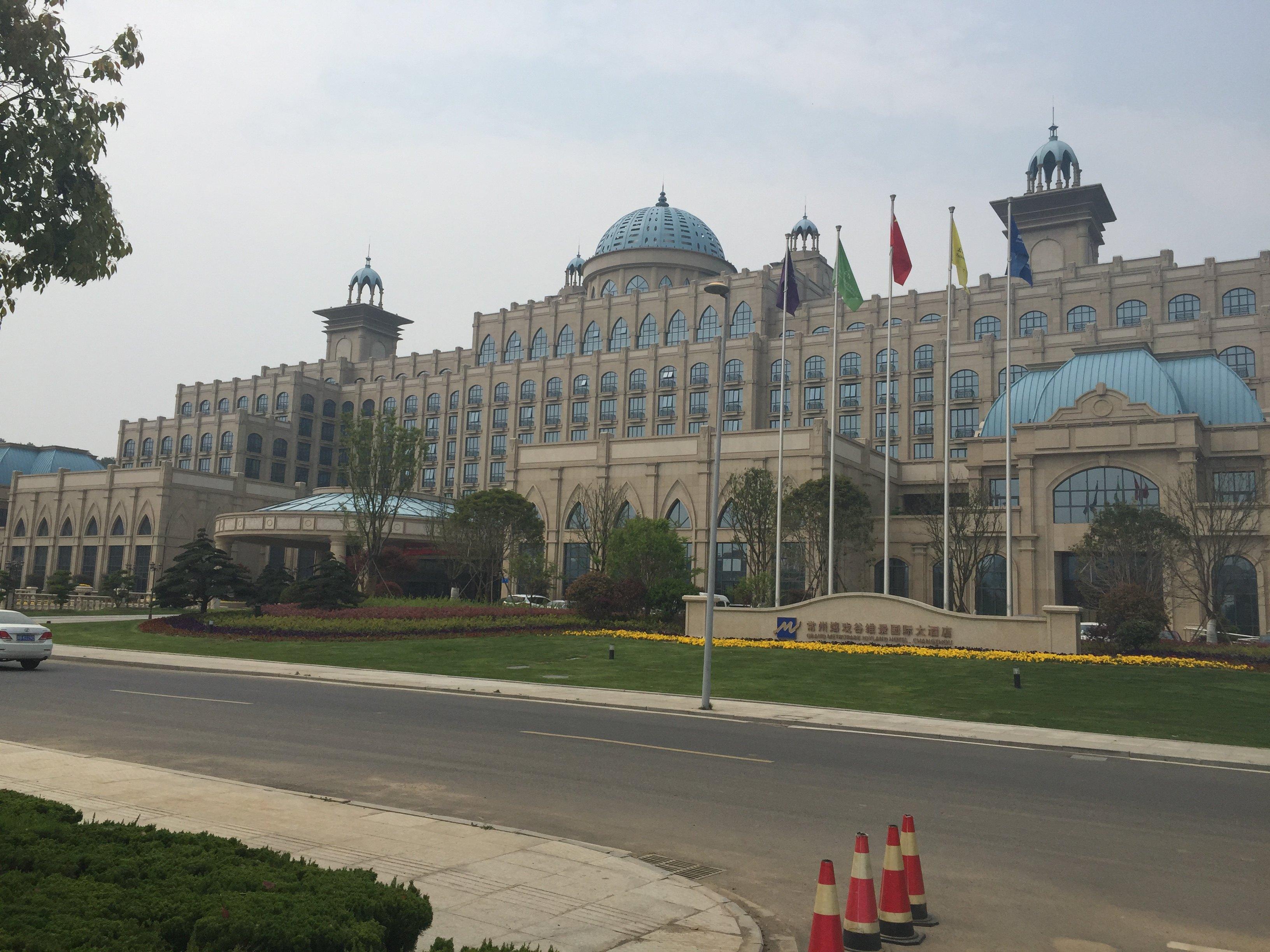 当看到宏伟的圆顶欧式建筑的酒店时