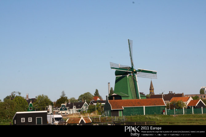 建筑特别的小木屋,配上复古怀旧的风车,让人仿佛置身于 另一个世界