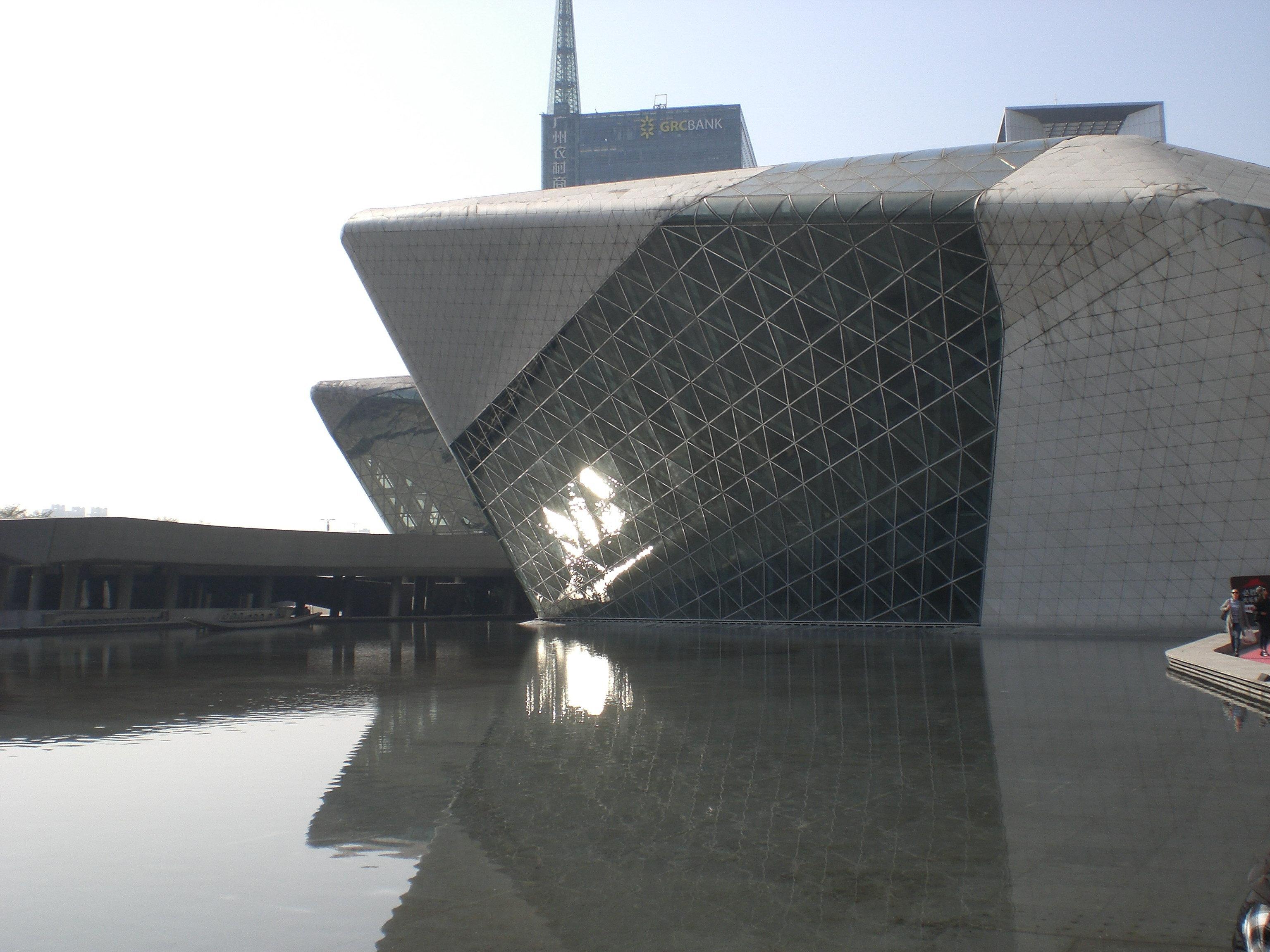 出游                                              原名广州歌剧院