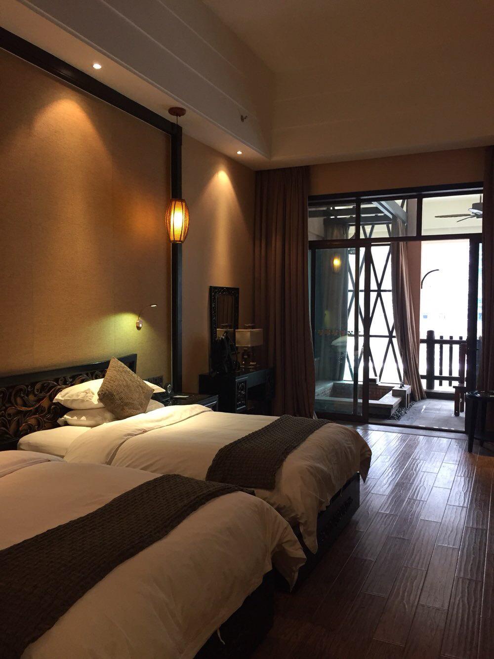 房间装修是中式风格,细节方面还是很人性化.