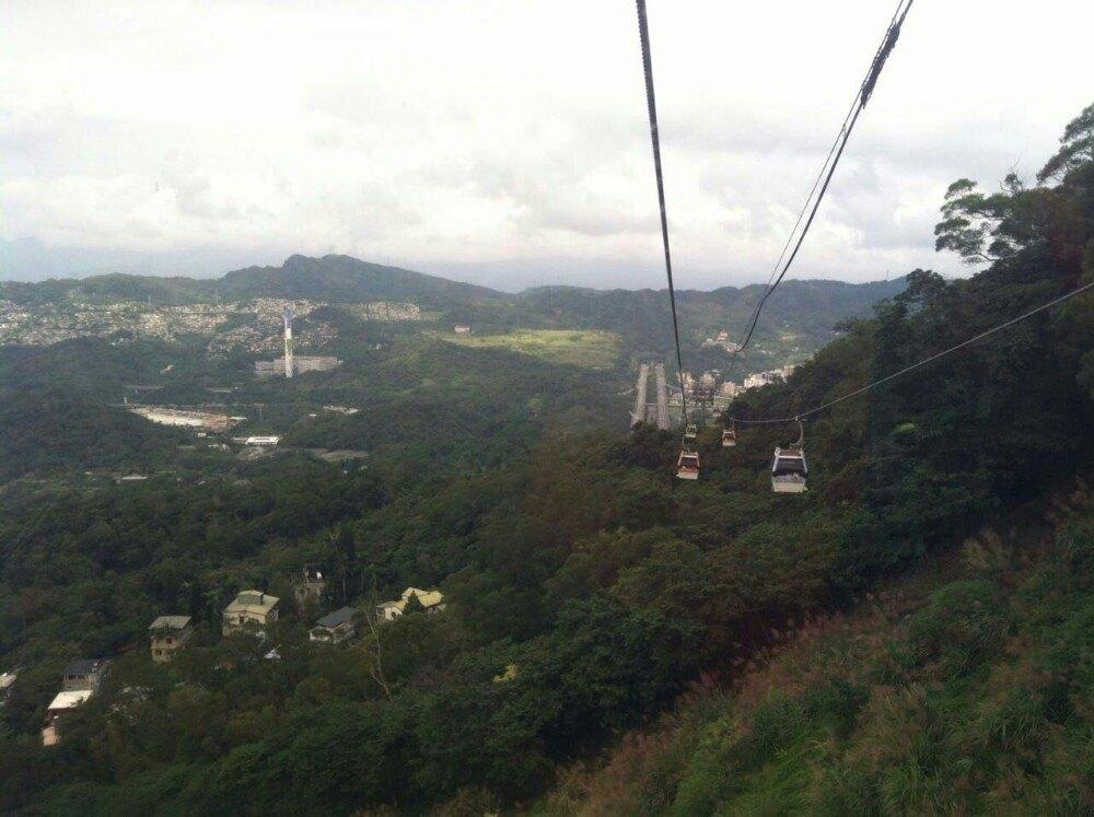 靠近台北动物园那里,带着孩子去坐了缆车,觉得非常不错.