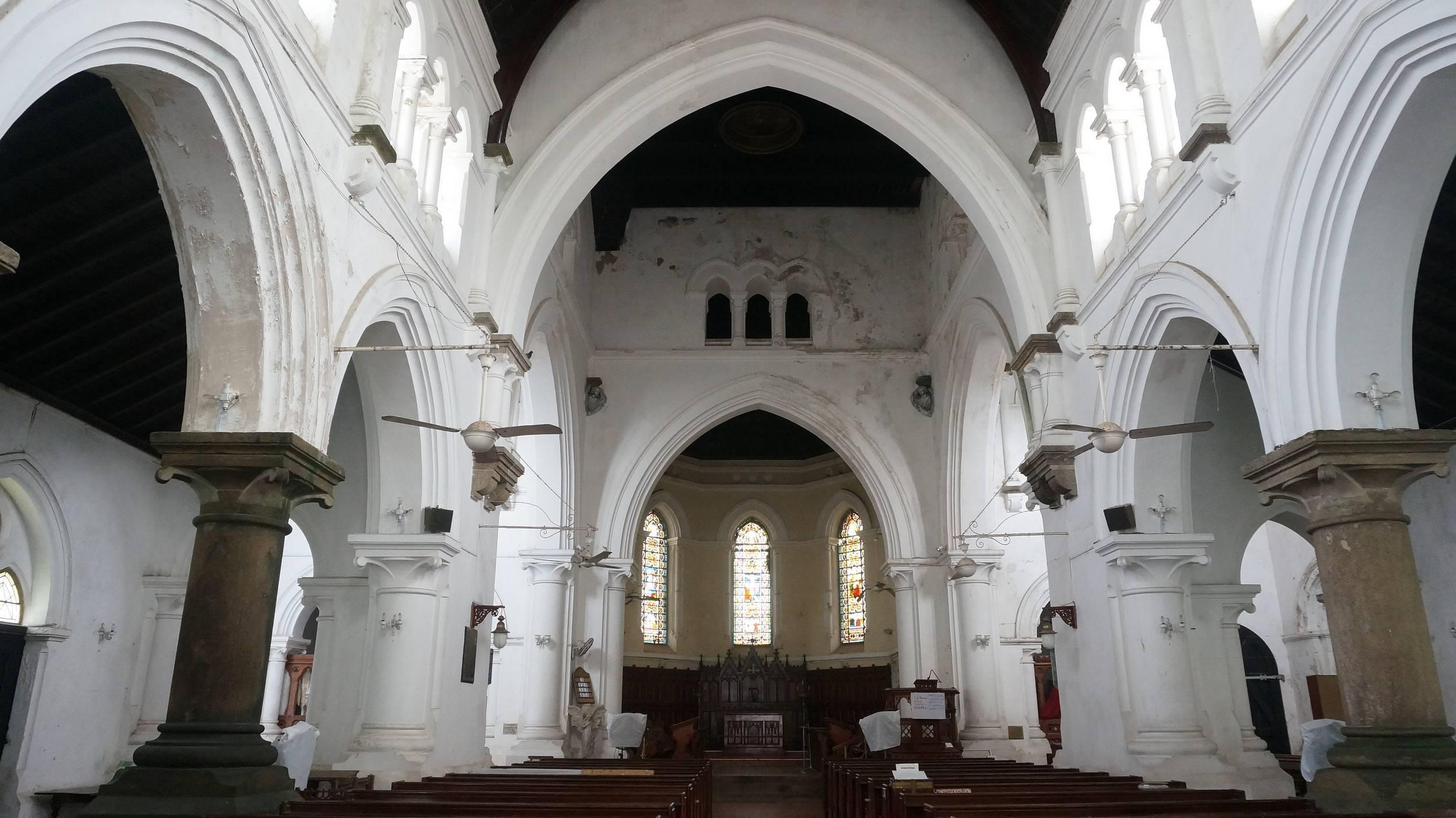 小城内有教堂,清真寺,欧式风格的街景.