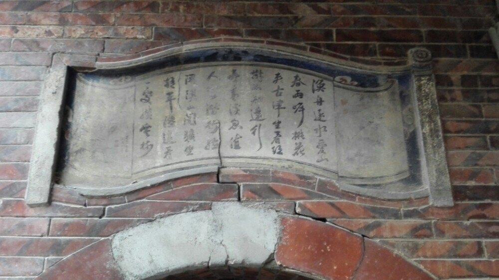 石雕……让你目不暇接;榫卯结构的窗户做工精细
