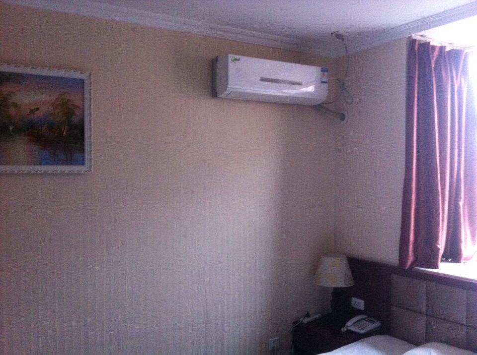小?#22270;?#24237;宾馆,干净精致,淋浴器,空调,液晶电视,wi-fi,电热蚊香,桌面