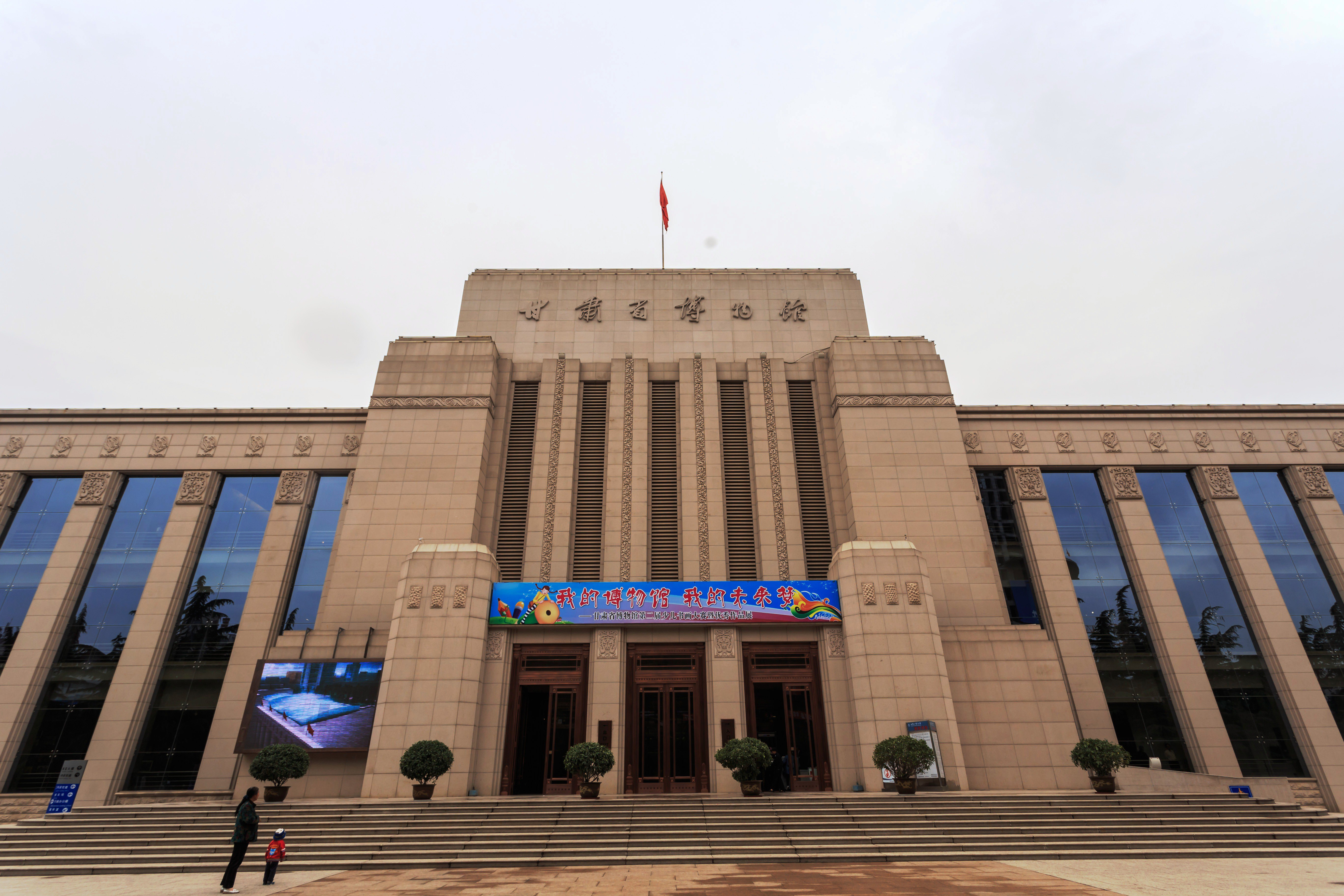 银川+中卫+兰州+张掖+嘉峪关+敦煌+吐鲁番+乌鲁木齐