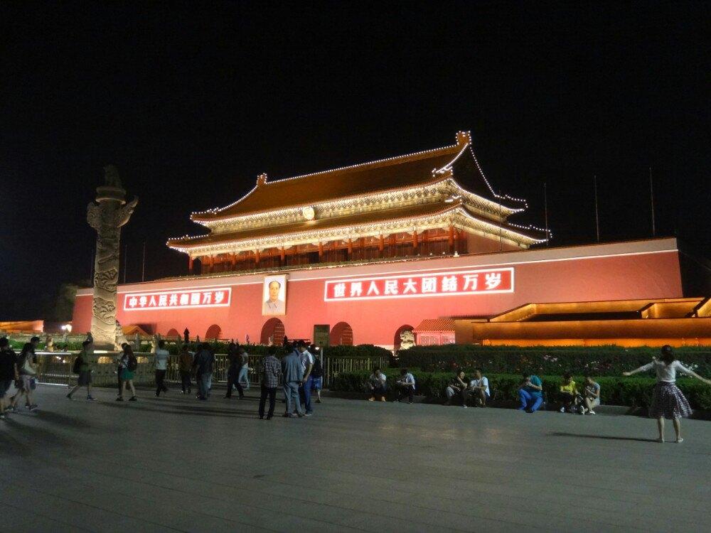 天安门城楼雄伟壮观,象征着祖国
