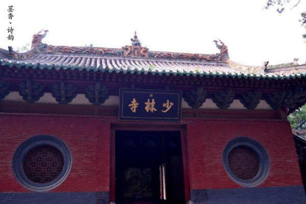 郑州火车站对面的长途客运站有车可到嵩山少林寺