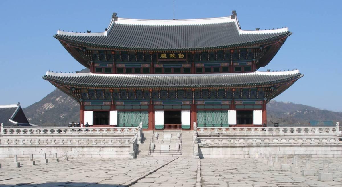 为亲王规制的郡王府,所有建筑均以丹青之色来区别于中国皇宫的金黄色.图片