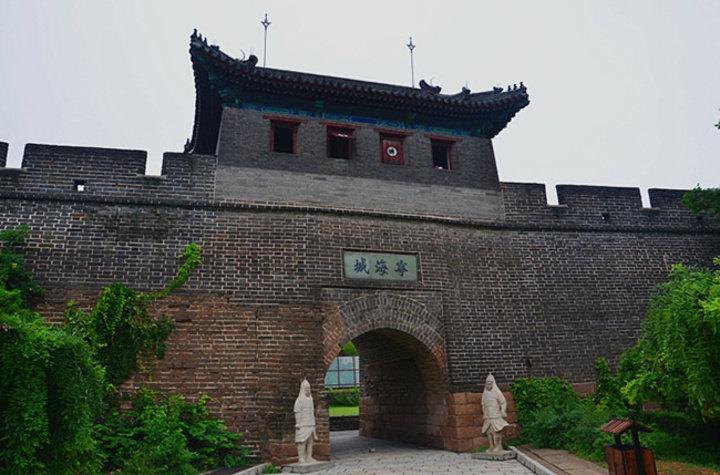 老龙头是秦皇岛著名的旅游景点之一,这里是明朝万里长城的东部起始