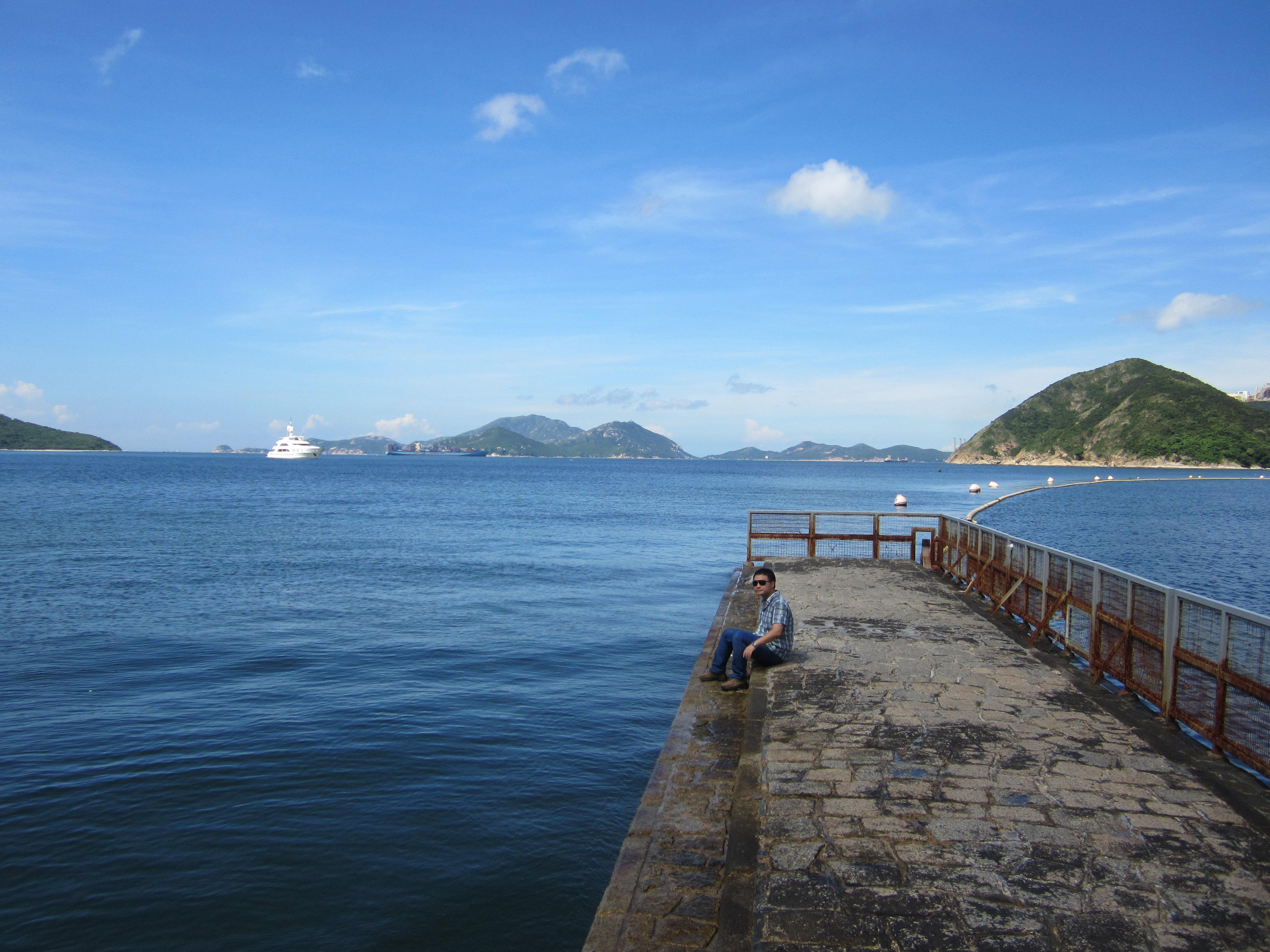 非常漂亮的海滩,水质很清澈,风景如画,人也不多,只是几个老外在那晒