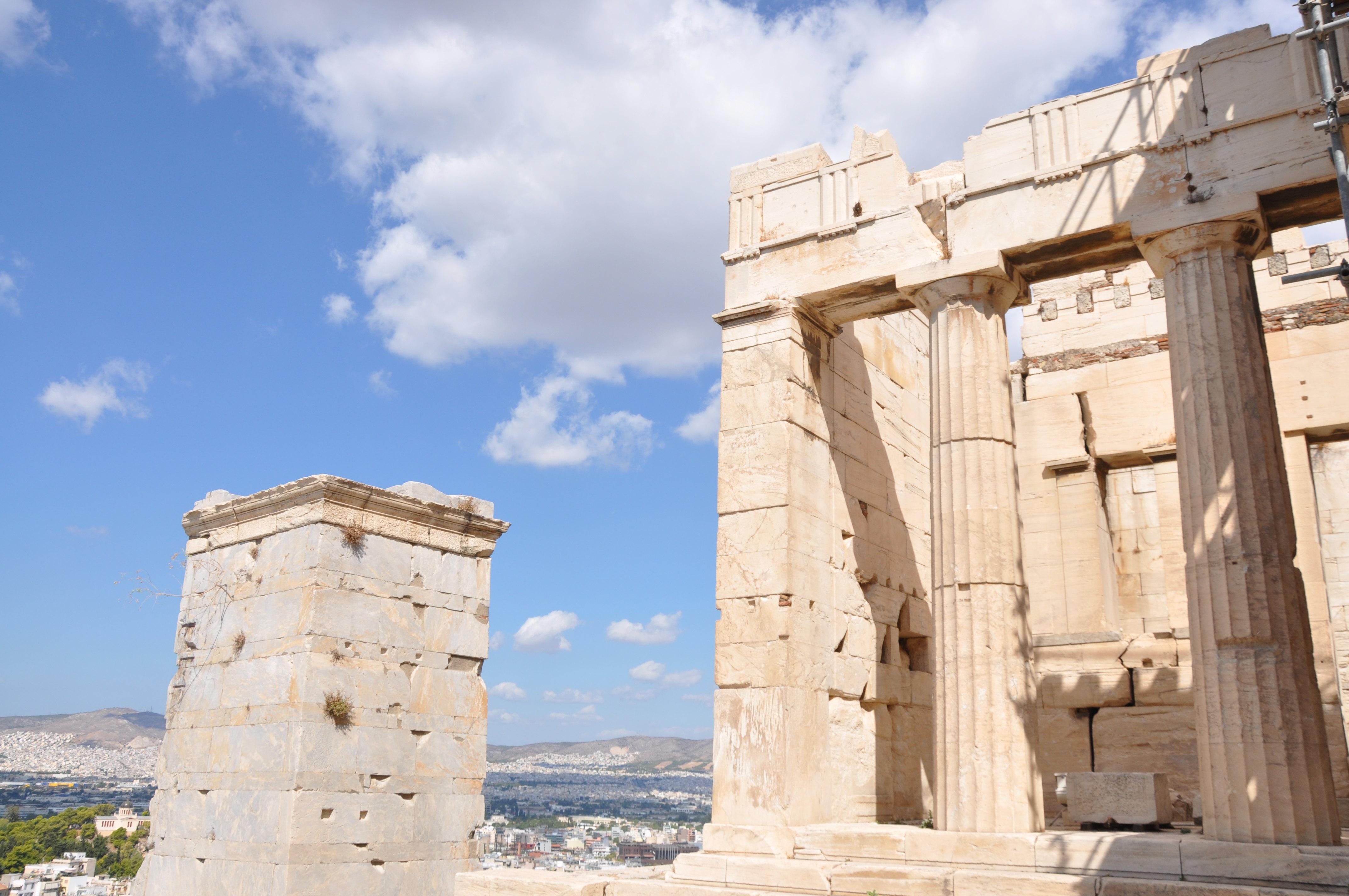 【携程攻略】雅典卫城山门景点,站在卫城山门,可以城