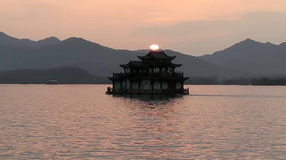 【携程攻略】浙江西湖景点,坐游船到三潭映月的小岛上