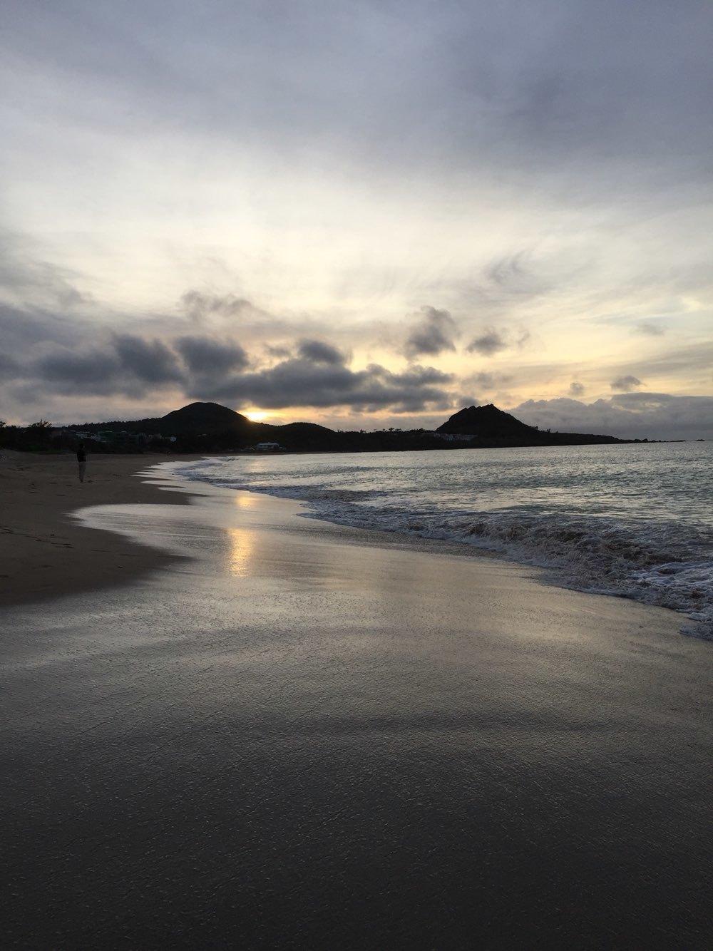 打开阳台门就是沙滩大海,早起看日出,迎着朝阳在沙滩上奔跑,温柔的图片