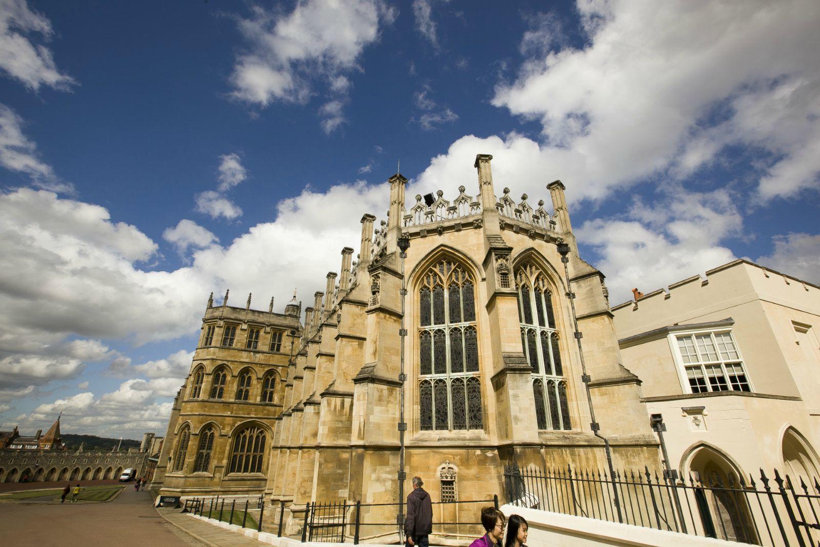 圣乔治教堂,英国最大的教堂之一。不让拍照,城堡和教堂内部让人心里不停惊叹着这国家过分富有了,20镑的门票过分便宜!这可能是全英国最奢华的宫殿,据说即便是白金汉宫也差远了。如果是八月来伦敦,那时候女王在温莎避暑,就开白金汉宫不开温莎城堡了。