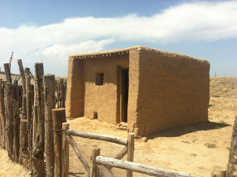 除了有史前人類所住的房子,還有一個叫藏兵洞的地方,里面有不同的機關