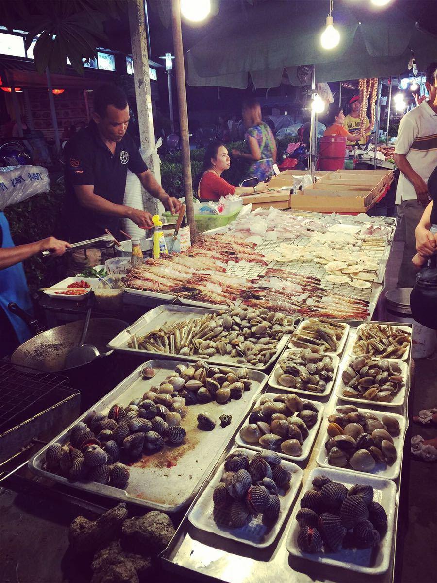 芭东夜市海鲜都很新鲜 每个摊位都有会说中文的服务员&#x20图片